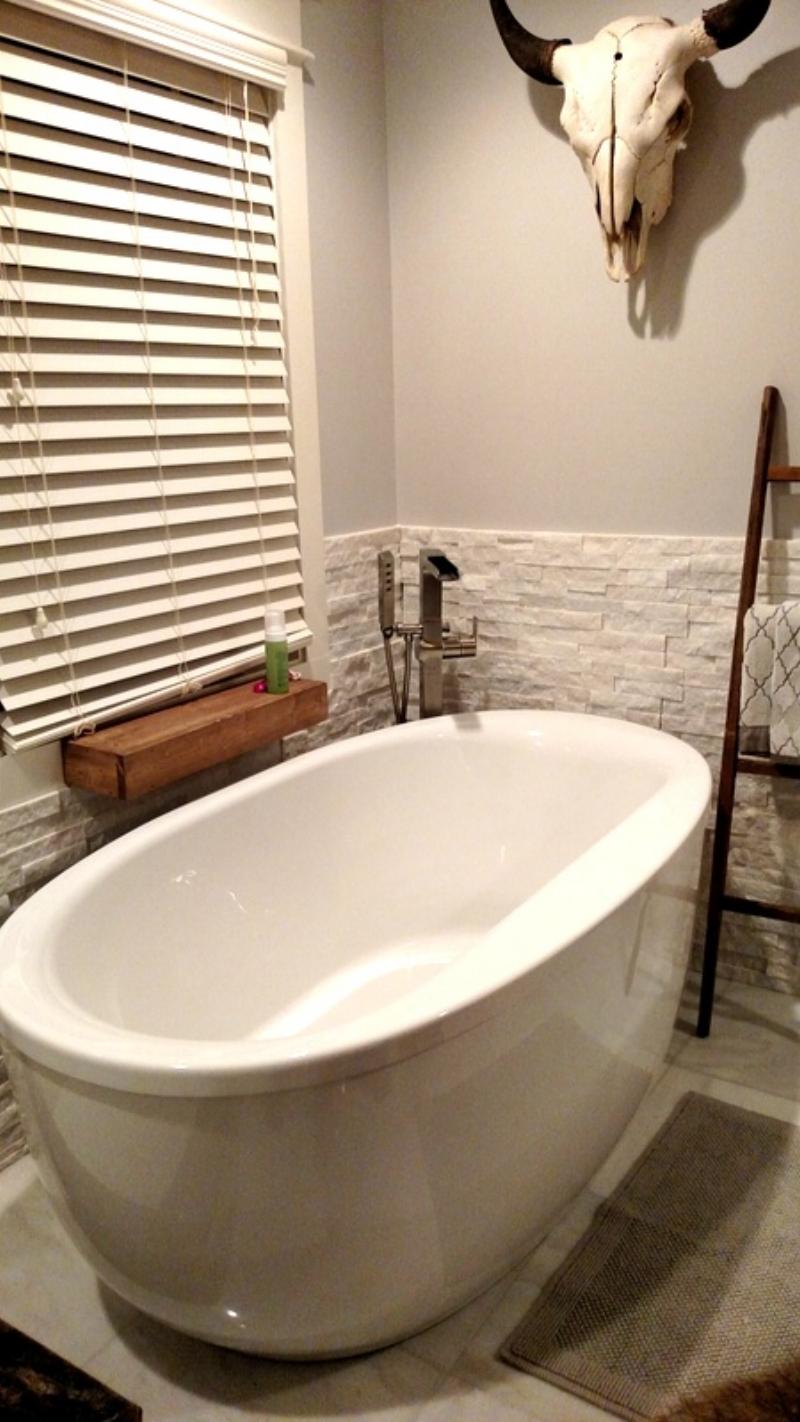 A gorgeous Soaking Tub