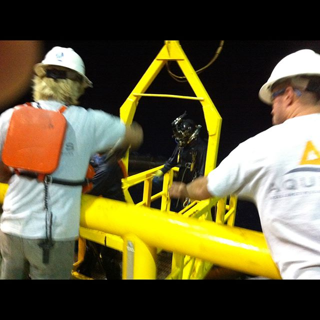 A throwback of some commercial diving I did in the Gulf of Mexico. Nice little night dive!! Had a big shark hang out with me the entire dive while I was working. #scuba #scubadiving #scubamike #techdiving #commercialdiving #kirbymorgan #leftcoastscuba