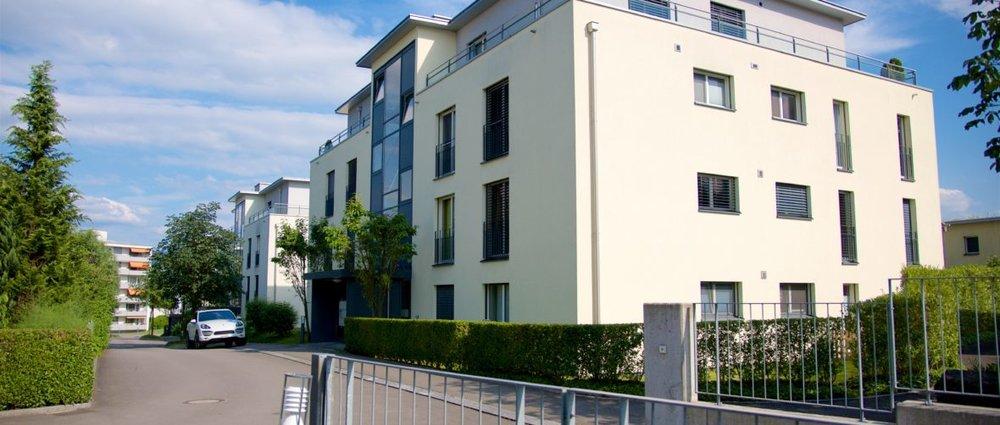 Immobilienverkauf und Immobilienvermarktung mit Video von Häuser sowie Wohnungen und Neubauprojekte Immobilienmakler in Zug und Zürich Eigentumswohnung Hünenberg See Zug verkauft