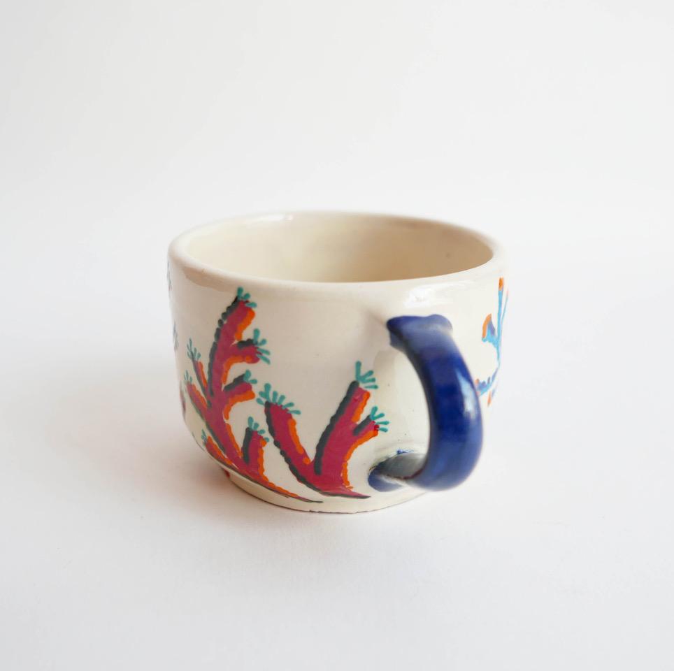 20€ - Tasse en céramique peinte à la main motif algue et corail. Datcha