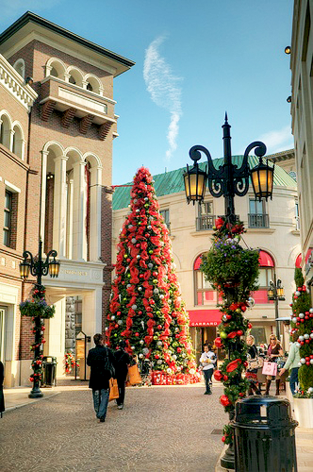 Holiday Attractions Rodeo Drive