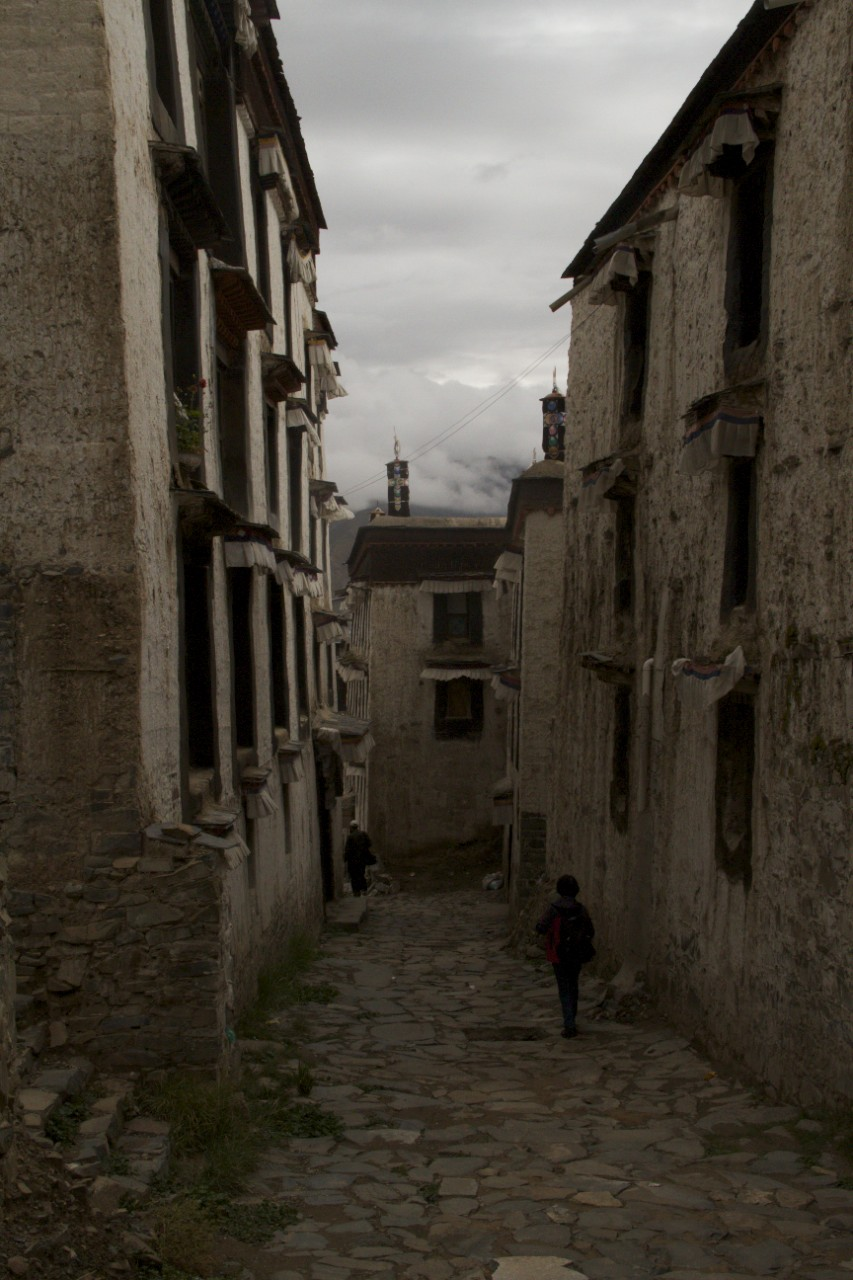 The dilapidated back streets of Tashailhunpo monastery