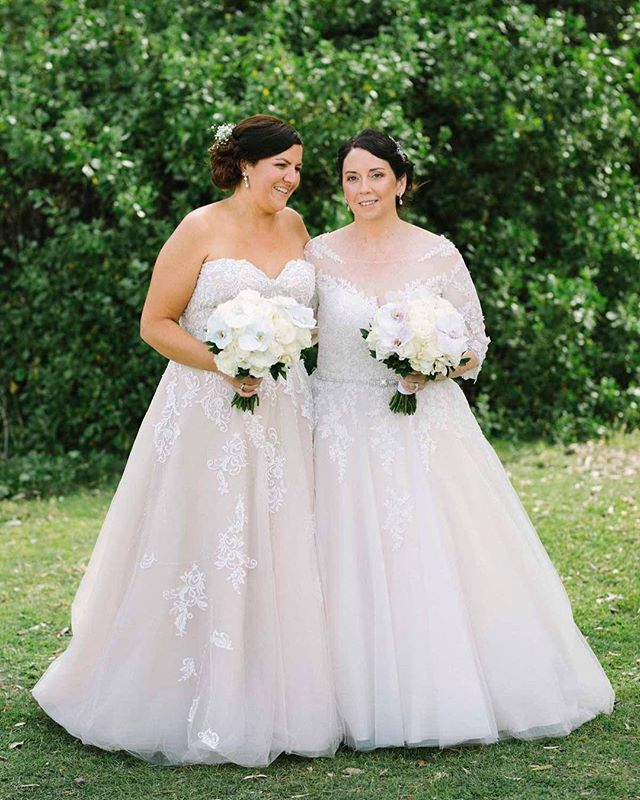 Katrina + Cristal made it official on the weekend and even though it was 37 ish degrees in the shade you would never know... they look flawless ✨ photo by the wonderful @jensburch