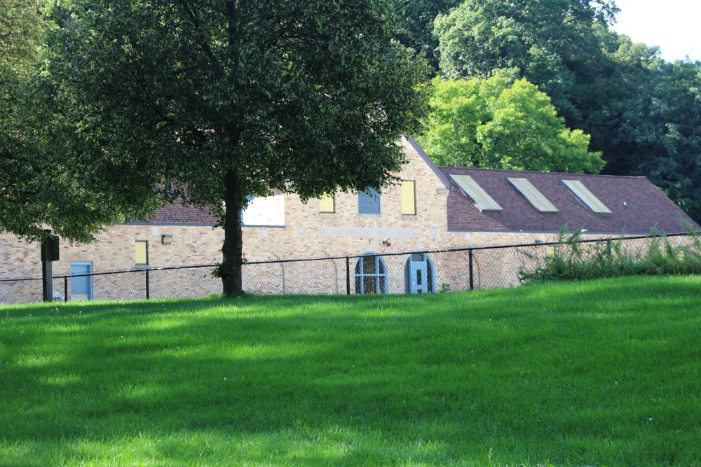 RICHMOND PARK POOL HOUSE IN FALL OFF SEASON