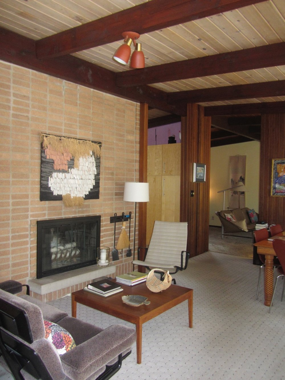 HORIZONTAL BRICK OF FIREPLACE WALL