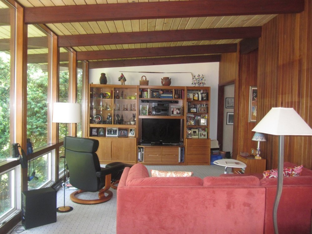 2013 PHOTO OF FAMILY ROOM WITH 4' MODULES AND POST AND BEAM CONSTRUCTION