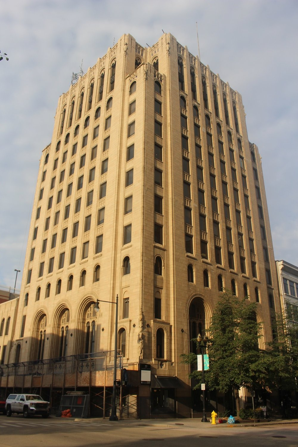 Former Michigan National Bank Building on Monroe Center.  Current photo Pam VanderPloeg, 2017.