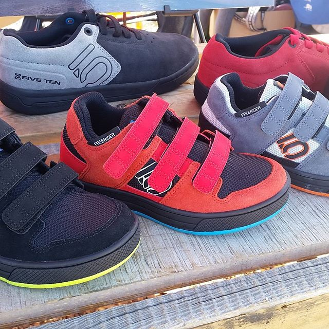 First @seaotterclassic scavanger hunt clue of the day! Check out the brand new VELCRO version of the kid's Freeride shoe! #seaotterclassic #fivetenshoes @fivetenshoes