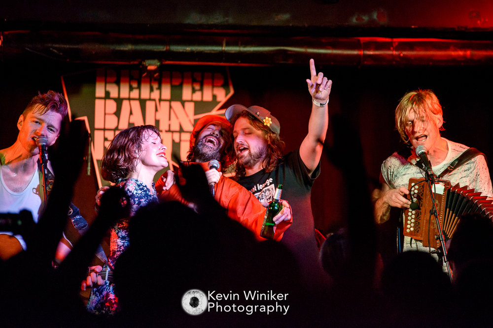 Xtra Mile massive at Reeperbahn Festival showcase - Photo by Kevin Winiker