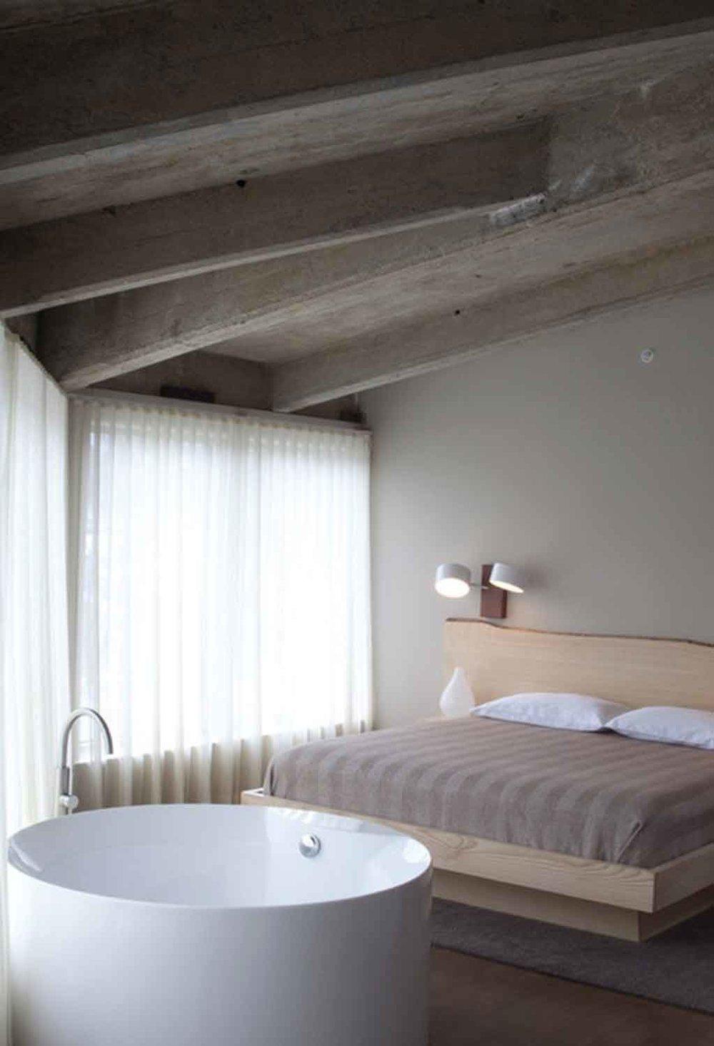wickham_roundhouse_bed.jpg