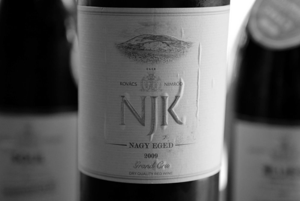 The flagship cuveé of Nimród Kovács from the Nagy-Eged Vineyard from Eger. Despite the unusual blend a remarkable wine, although quite young. Made of Kékfrankos and Syrah