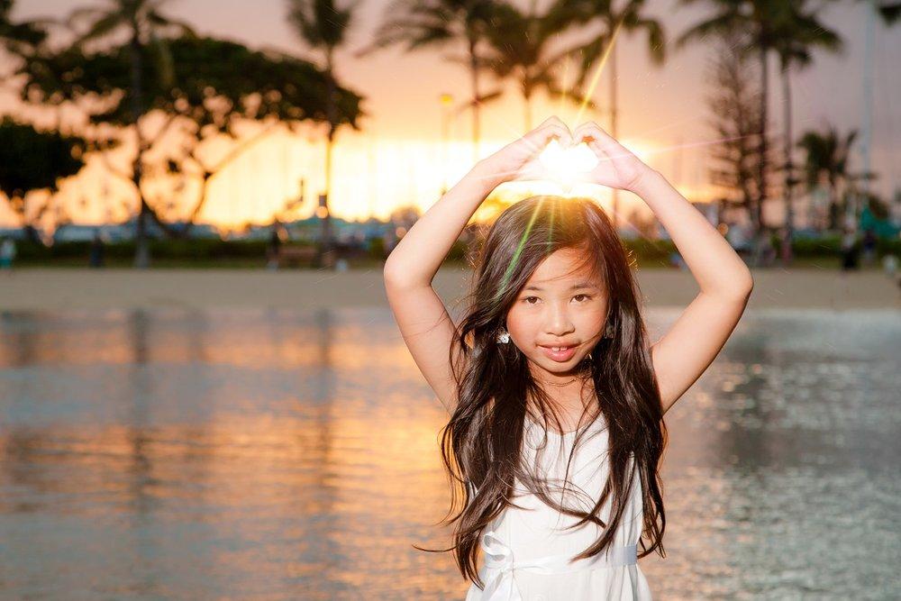 sunset family beach photos on oahu waikiki