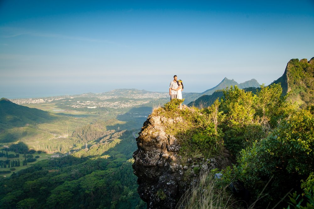 Engagement Session, steep hike at the Pali Highway *