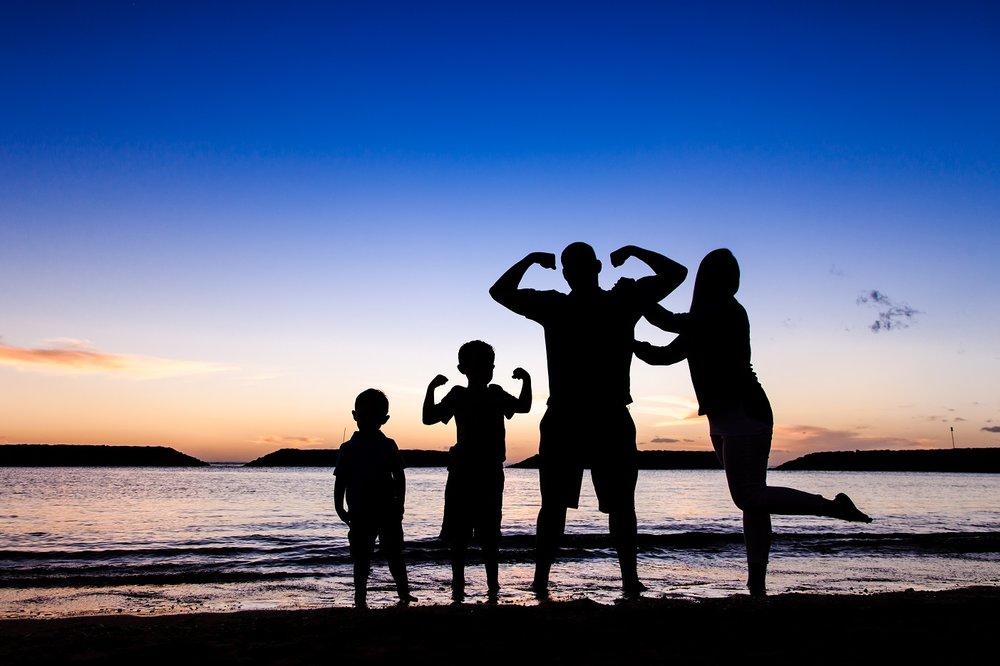 oahu waikiki family beach portraits silhouette