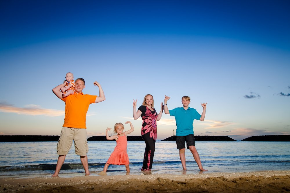 waikiki family beach portraits photographer