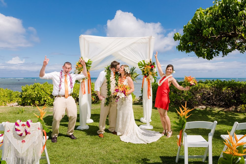 outdoor beach wedding in honolulu hawaii