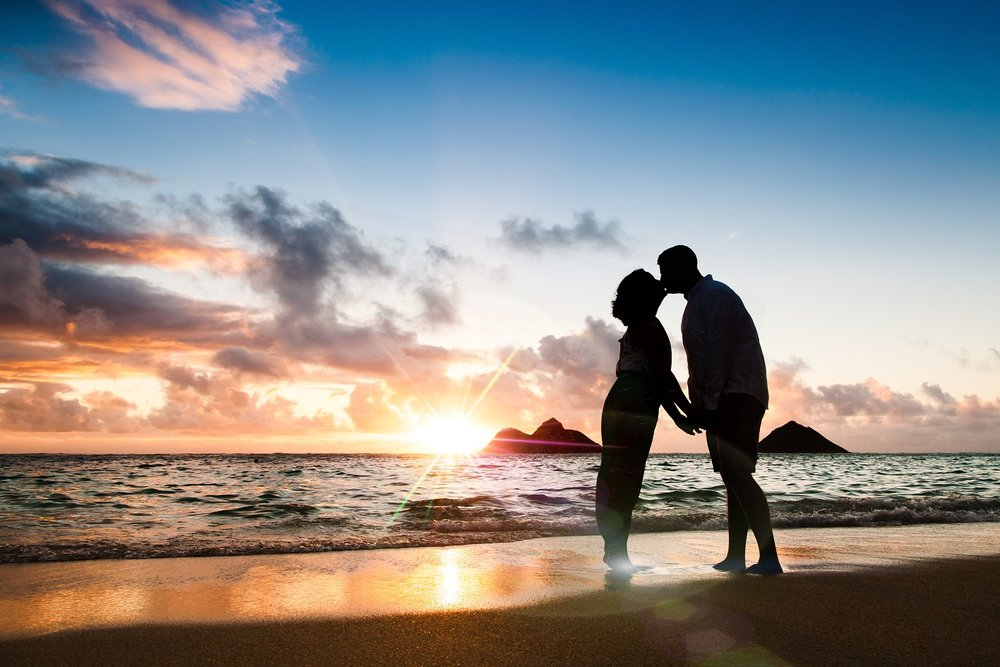 sunrise couples portrait lanikai oahu