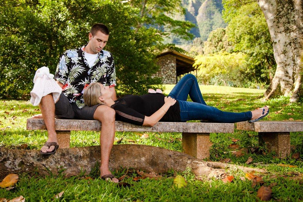 park bench oahu kailua maternity portrait