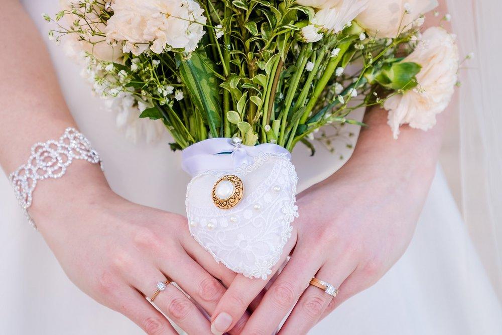 bride bouquet hawaii wedding portrait