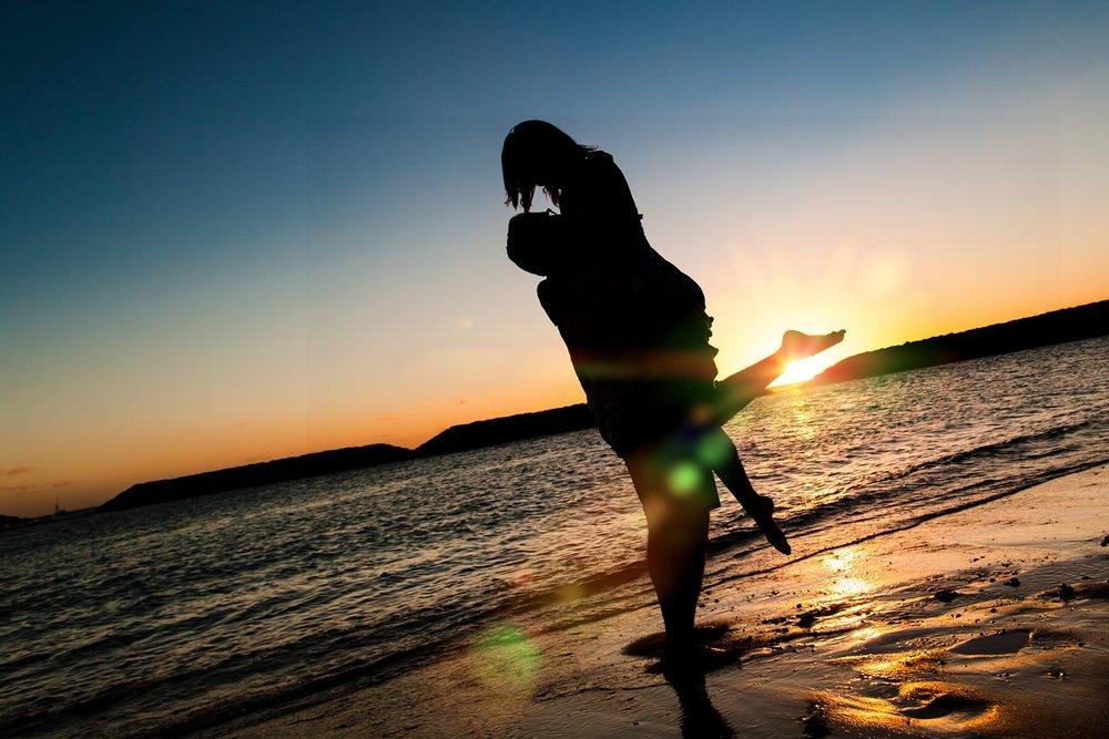 sunset silhouette engagment photo waikiki oahu