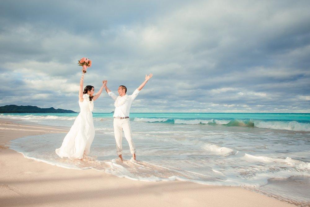 oahu beach wedding elopement photographer