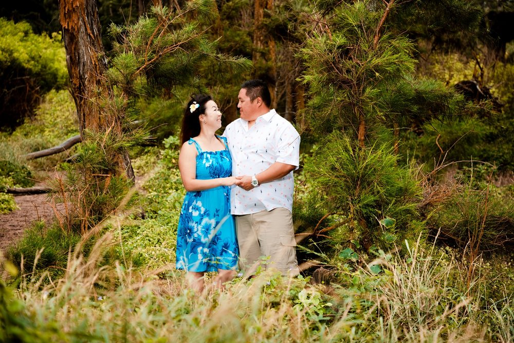 couples forest portrait session hawaii
