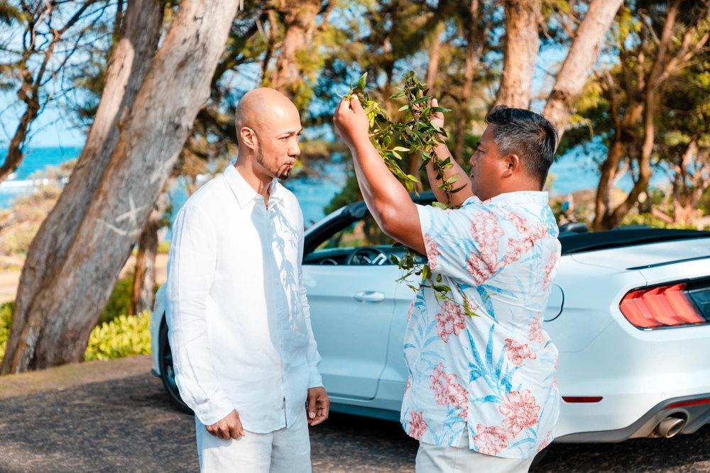 kauai wedding groom lei