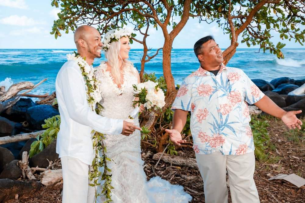 bride and groom beach wedding ceremony kauai