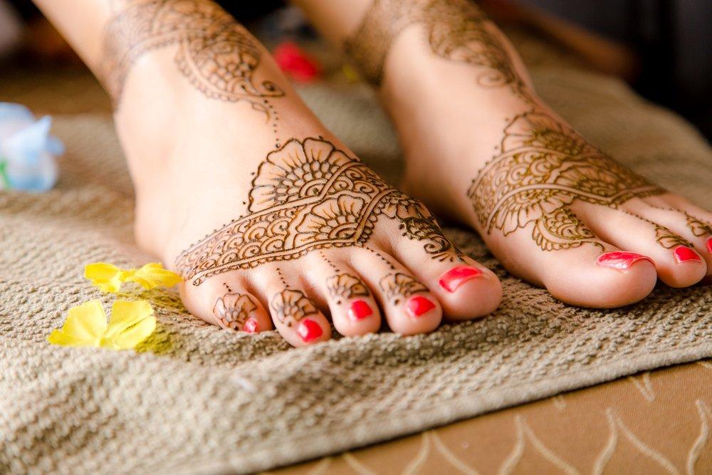 indian bride wedding henna tattoo on feet