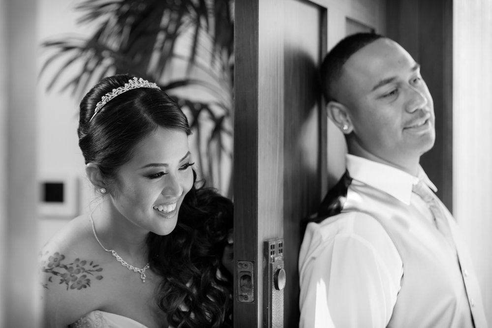 hawaii bride and groom first look black and white