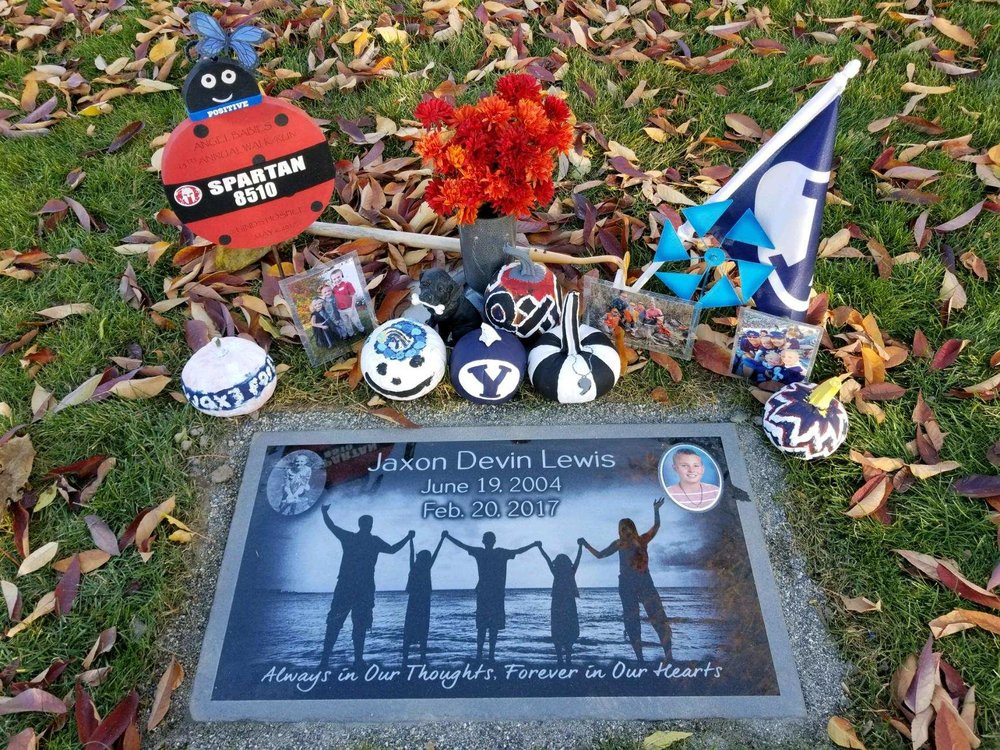 Jaxon's memorial headstone, with the family silhouette photo we took at the end of their session. Photo from the family.