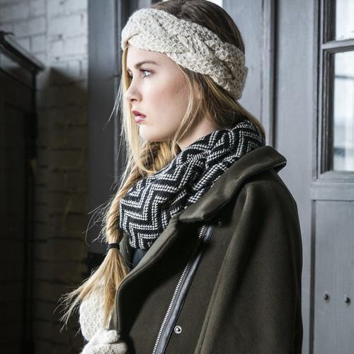 scarves-lilith-infinity-scarf-in-black-cream-chevron-3_grande_c4160dcd-2832-45d2-8d3e-b88ff50838d5_1000x.jpeg