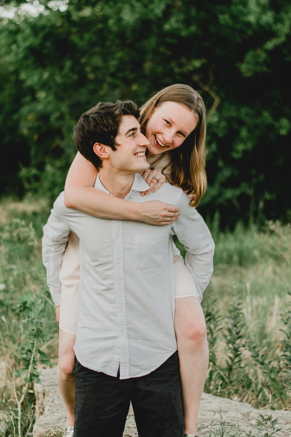 tips for taking photogenic engagement pictures