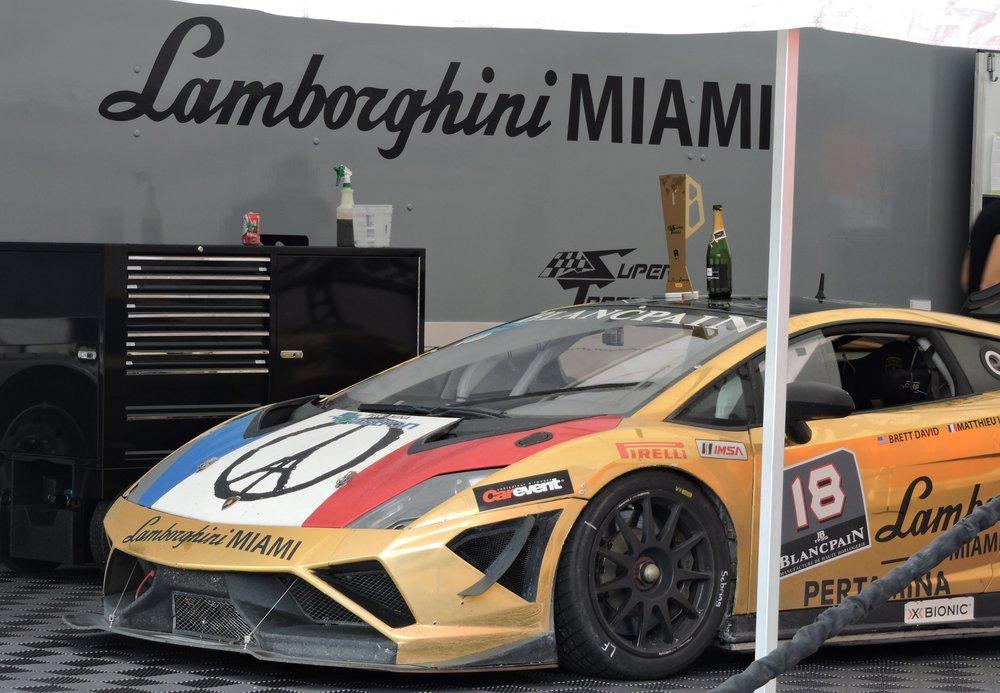 gold lamborghini super trofeo huracan racecar miami