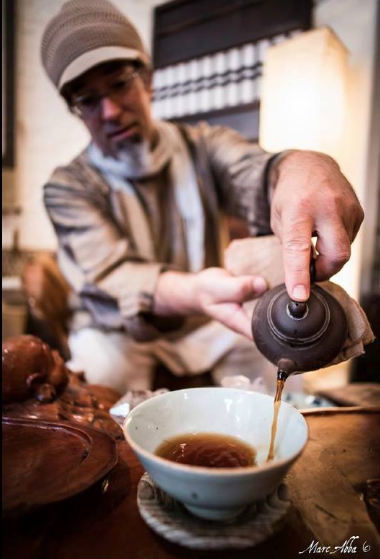 MJ pouring Puerh Tea