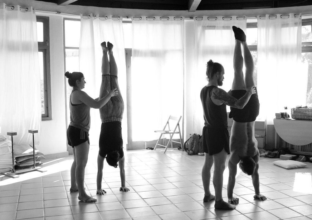 Inertia Retreat Saturday Afternoon_Mikael Handbalancing_Seve_13.jpg