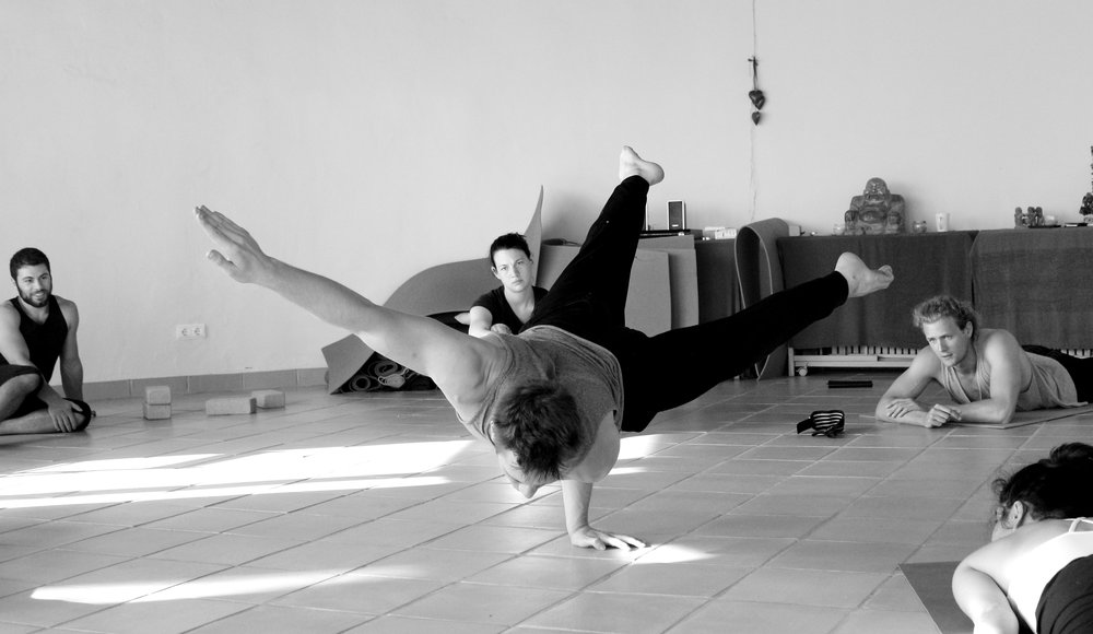 Inertia Retreat Saturday Afternoon_Mikael Handbalancing_Seve_19.jpg