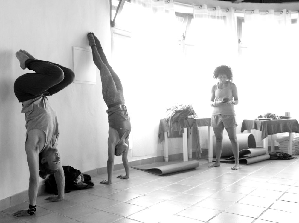 Inertia Retreat_Sunday Morning_Mikael Handbalancing_Seve_3.jpg