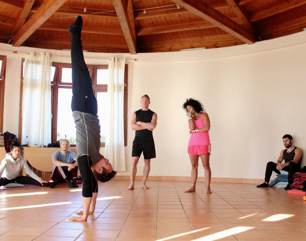 Inertia Retreat_Sunday Morning_Mikael Handbalancing_Seve_4.jpg