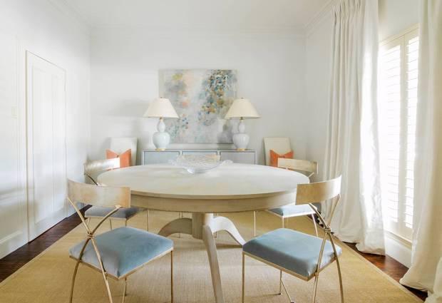 trend-we-love-velvet-accents-velvet-pillows-and-accessories-white-dining-room-with-gold-and-blue-velvet-chairs-5820e2c7fe579f0852272dde-w620_h800.jpg