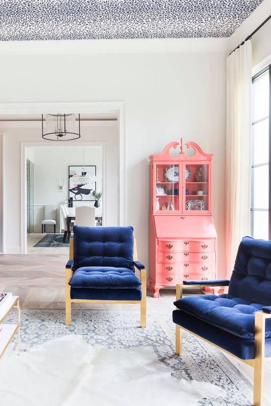 trend-we-love-velvet-accents-velvet-pillows-blue-and-pink-living-room-5671983c9ce4098505205510-w620_h800.jpg