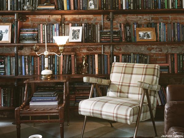 Philadelphia Magazine . Antique Furniture Library.