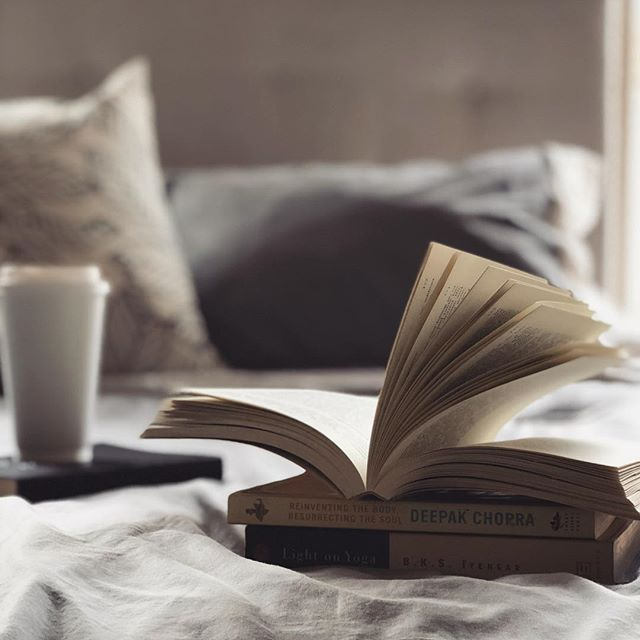 I'm almost finish reading my book of the month... how many books are you reading this year? What type of books do you love to read? I love self-improvement, psychology, science, yoga, and biographies. #SMreadingchallenge #reading #reads #booklove #coffeebreak #mondaymood