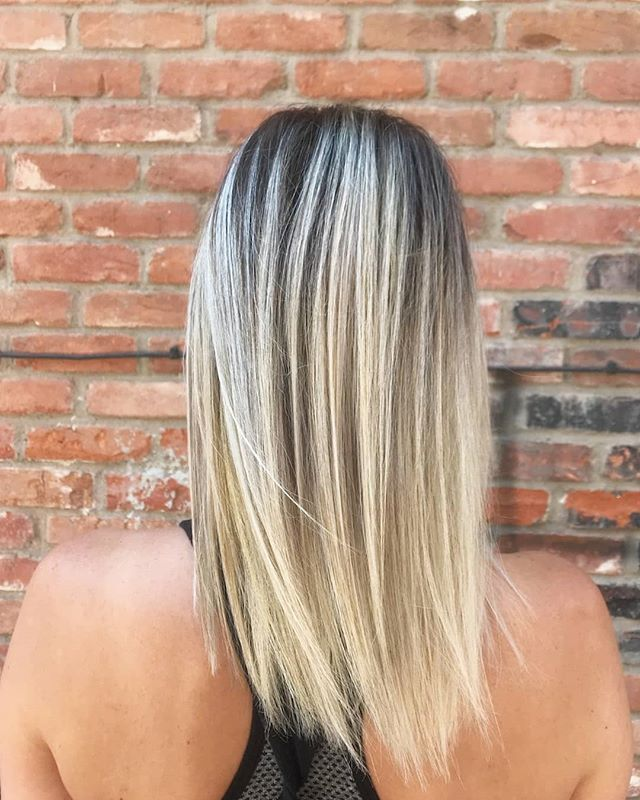 The perfect, rooty summer blonde. By: @chewycharmr #boisehair #boisehairstylist #behindthechair #blonde #summerhair
