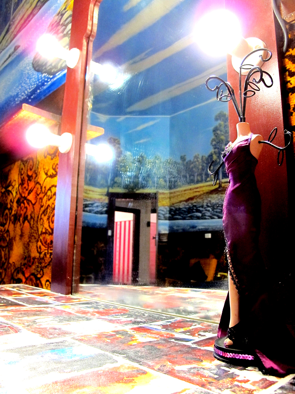 palace-hotel-priscilla-suite-mirror_dressor.jpg