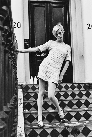 Twiggy rocking the 60s vibe