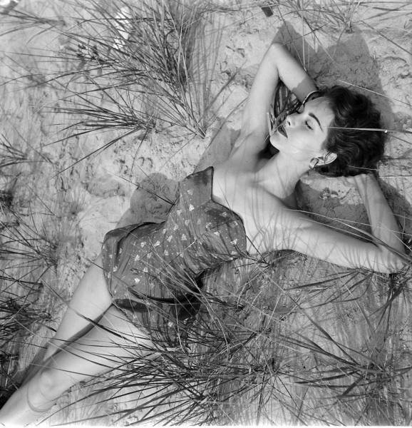 nina_leen_summer_fashion_1952.jpg