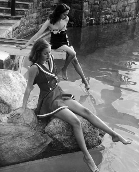 Nina-Leen-France-river-1947.jpg