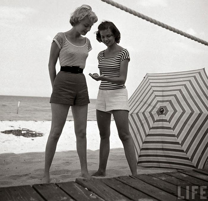 vintage-black-and-white-women-fashion-photography-nina-leen-83-57309647491ef__700.jpg