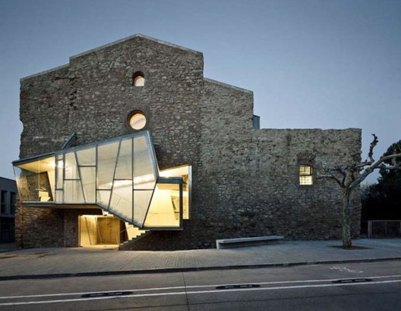 This fun extension adds a modern twist to the beauty of this old convent. Convent of Sant Francesc in Santpedor, Spain.